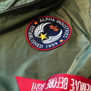 Kurtka-ALPHA-INDUSTRIES-MA-1-TT-PATCH-oliwkowa-01b